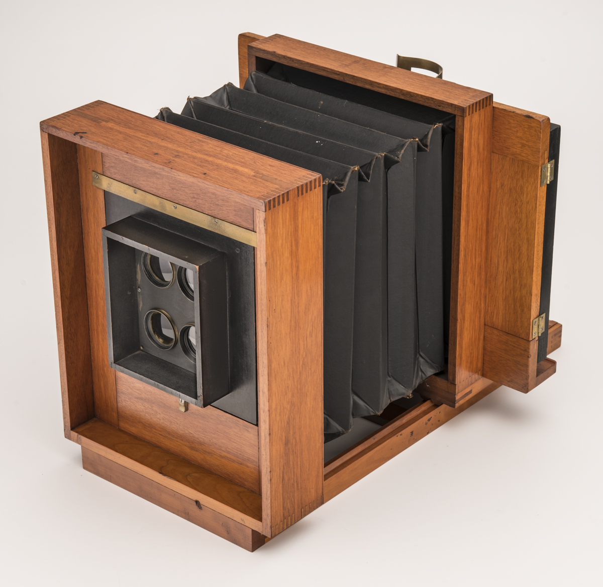 Large wood box camera, with accordion-folds in center