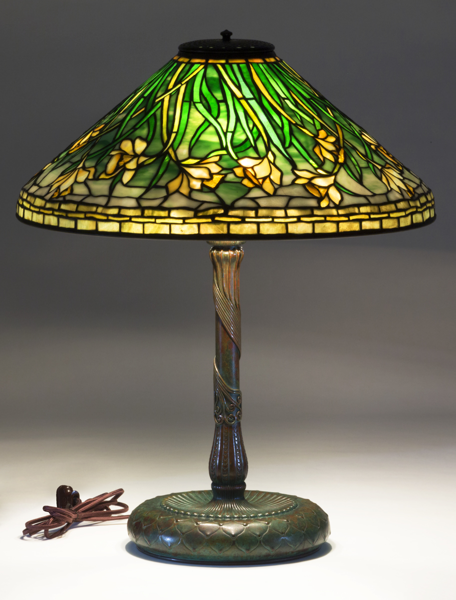 Lamp with bronze base and stem and stained glass shade featuring daffodils